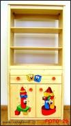 Dětská dřevěná skříň s policemi