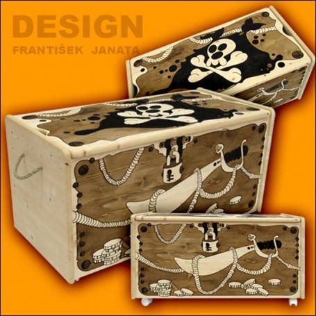 Dřevěná truhla na hračky pirátská